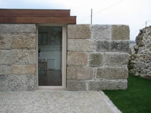 Quinta do Paço: Casas ecléticas por Atelier fernando alves arquitecto l.da