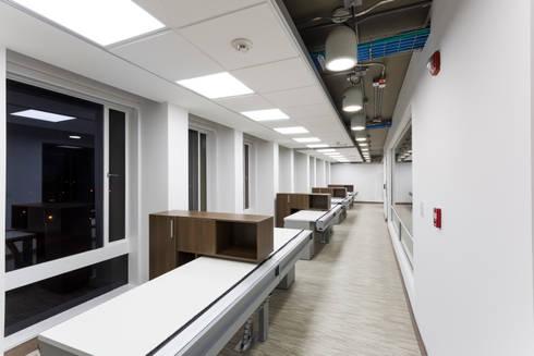 Corficolombiana: Estudios y despachos de estilo moderno por Qualittá Arquitectura