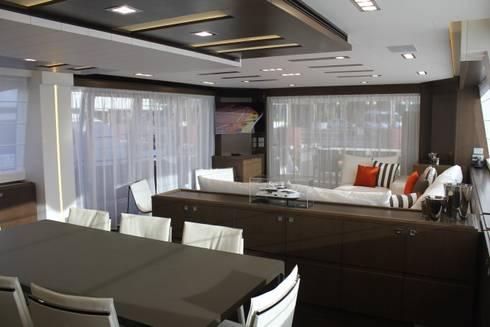 Yacht Custom Line 100: Sala de jantar  por Silvia Costa    Arquitectura de Interiores