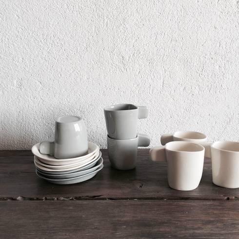 Espresso Cups: Cozinha  por Margarida Fabrica