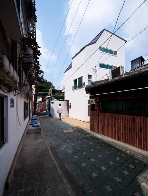 Casas de estilo  por 토맥건축사사무소