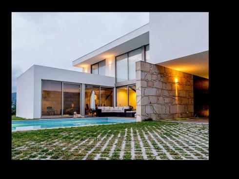 MORADIA RIBEIRA: Casas modernas por MDArquitectos