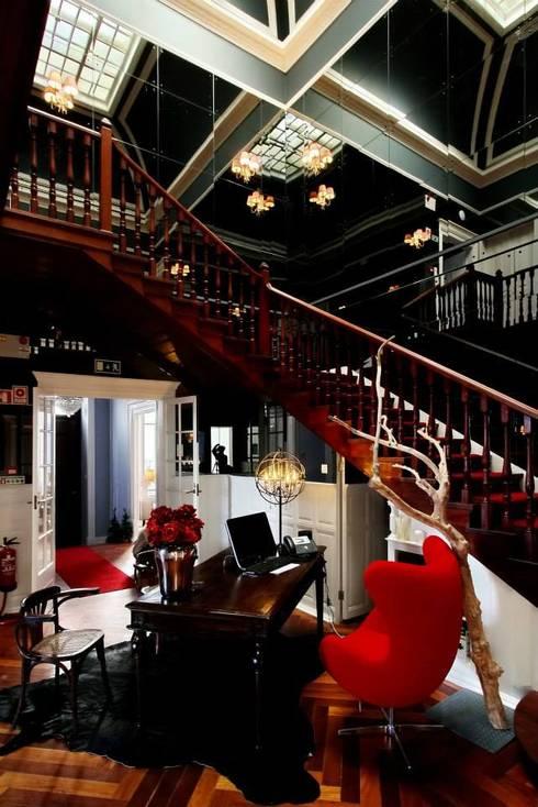 Torel palace LX: Corredores e halls de entrada  por isabel Sá Nogueira Design