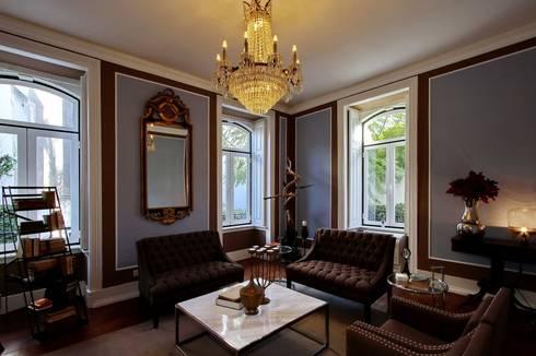 Torel palace LX: Salas de estar clássicas por isabel Sá Nogueira Design