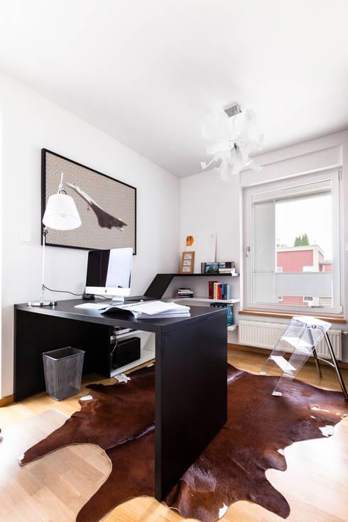 Our photoshoot of apartment design by mode:lina architects 1: styl , w kategorii Domowe biuro i gabinet zaprojektowany przez Ayuko Studio