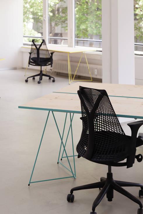 Wexim GmbHが手掛けた勉強部屋/オフィス