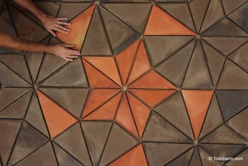 Suelo cerámico de Penrose (pizarra-rojizo 01): Paredes y suelos de estilo moderno de Todobarro