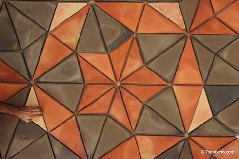 Suelo cerámico de Penrose (pizarra-rojizo 02): Paredes y suelos de estilo moderno de Todobarro