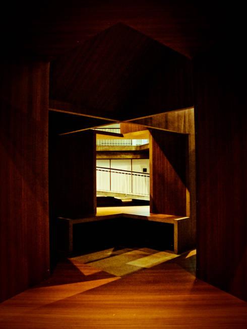La Cabaña. Pabellón de Arquitectura: Cuartos infantiles de estilo moderno por Tragaluz Estudio de Arquitectura