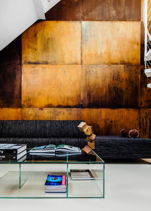 Salones de estilo moderno de Ayuko Studio