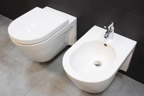 Showroom Tons de Banho: Casas de banho modernas por TONS DE BANHO