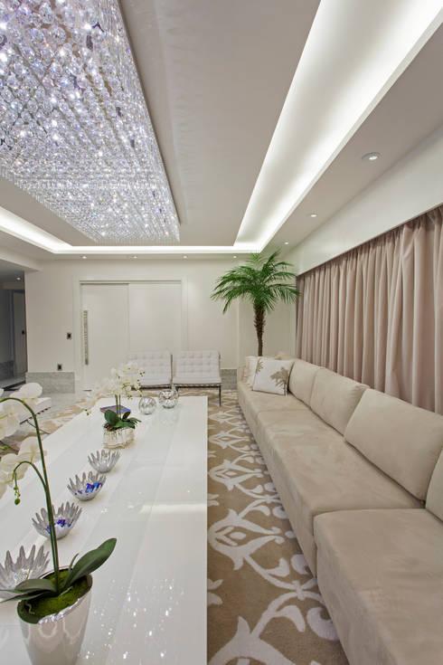 Apartamento Palazzo: Salas de estar modernas por Designer de Interiores e Paisagista Iara Kílaris