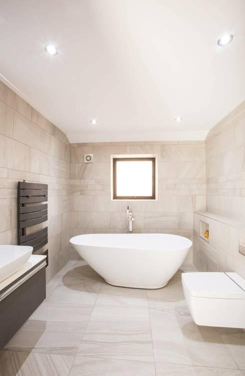 House 2: modern Bathroom by Whitshaw Builders LTD
