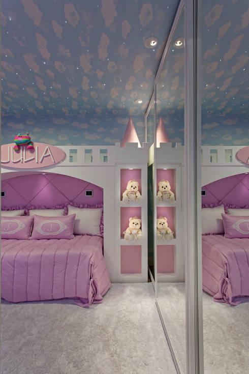 Apartamento Palazzo: Quarto infantil  por Designer de Interiores e Paisagista Iara Kílaris