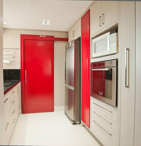 Apartamento MBK: Cozinhas clássicas por Super StudioB