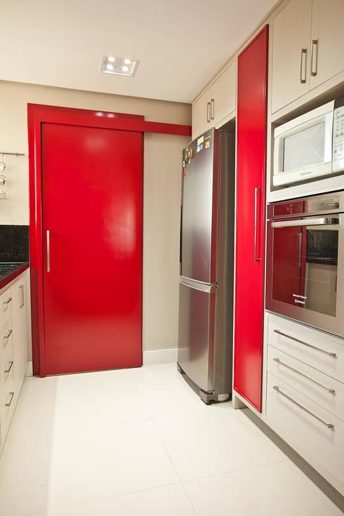 Apartamento MBK: Cozinhas modernas por Super StudioB