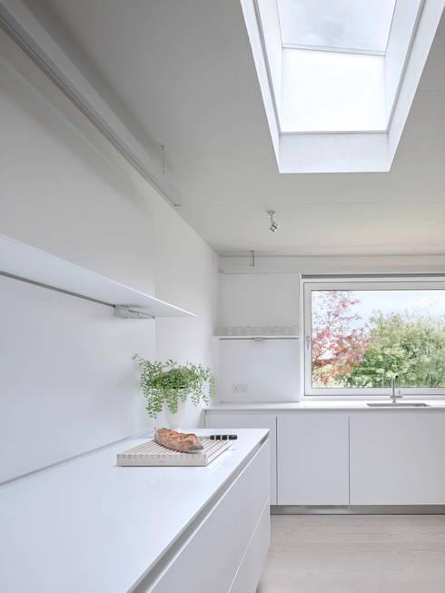 Cocinas de estilo moderno por Nash Baker Architects Ltd