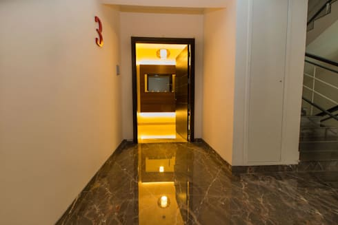 The entrance:  Corridor & hallway by Studio Stimulus