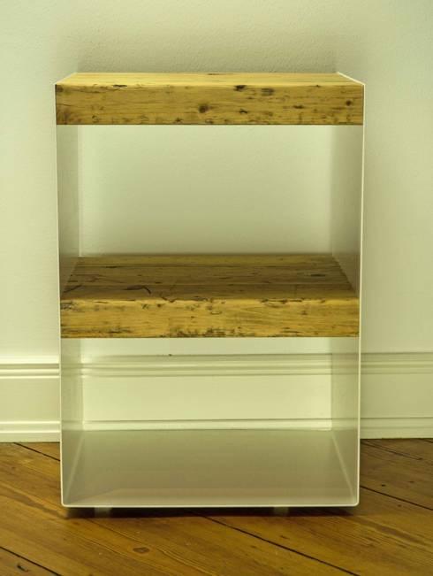 10 knoten m beldesign hamburg nachttisch aus holzbohlen. Black Bedroom Furniture Sets. Home Design Ideas