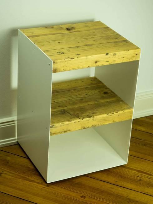 nachttisch aus holzbohlen by 10 knoten m beldesign. Black Bedroom Furniture Sets. Home Design Ideas