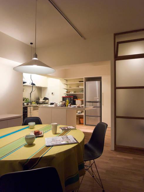 緑丘住宅リノベーション: 村松英和デザインが手掛けたダイニングです。