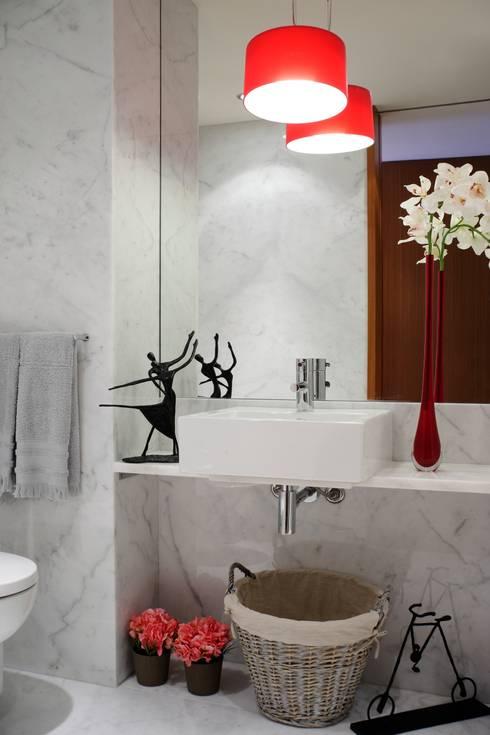 Baños de estilo moderno de Susana Camelo