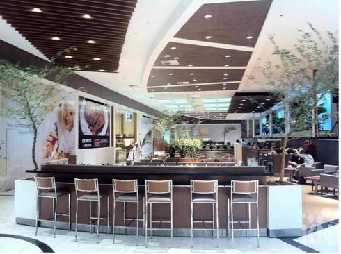Praça de alimentação do Shopping Parque Balneário – Santos: Espaços gastronômicos  por KN Associados
