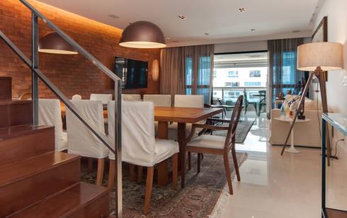 Av. Lúcio Costa: Salas de jantar modernas por Alê Amado Arquitetura
