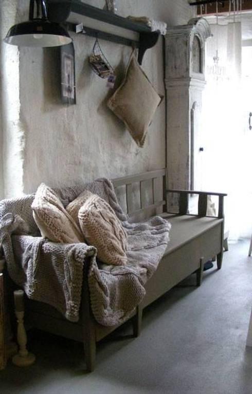 Домашнее хозяйство  в . Автор – CM Wool