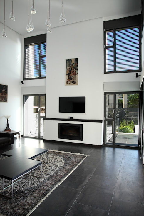DO Alella House: Salones de estilo  de EAIM Estudio de Arquitectura e Ingenieria Mirtolini