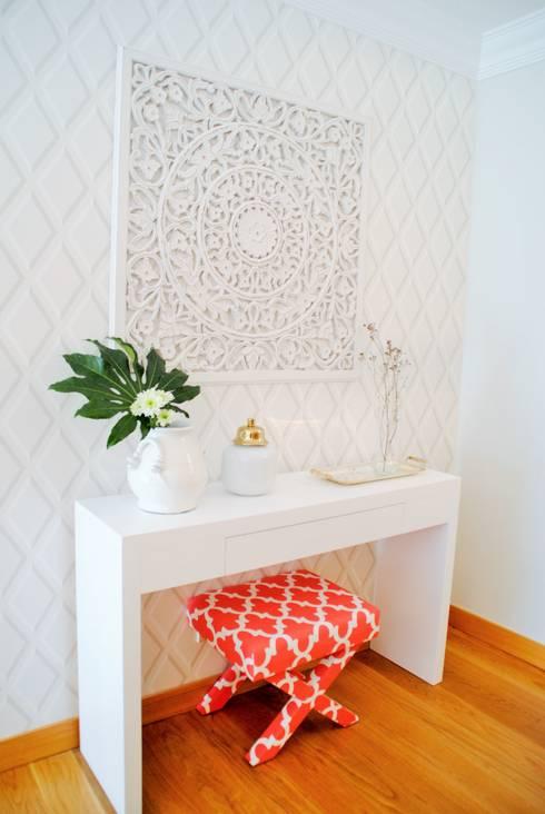 Livings de estilo moderno por White Glam