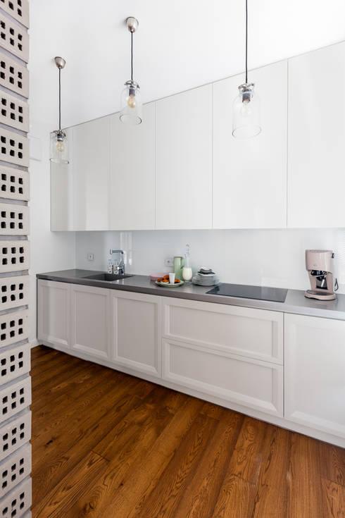 Cucina in stile in stile Classico di Ayuko Studio