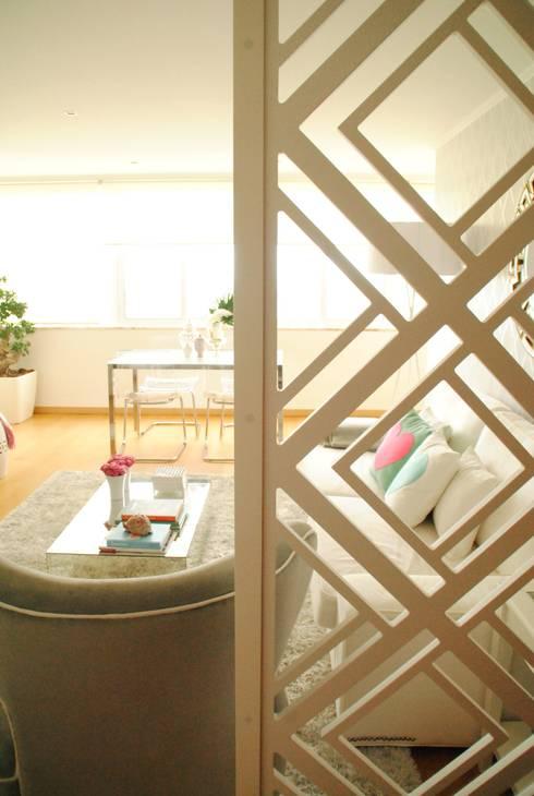 Pedaço de sol! – Decoração de sala de estar e jantar: Salas de estar modernas por White Glam