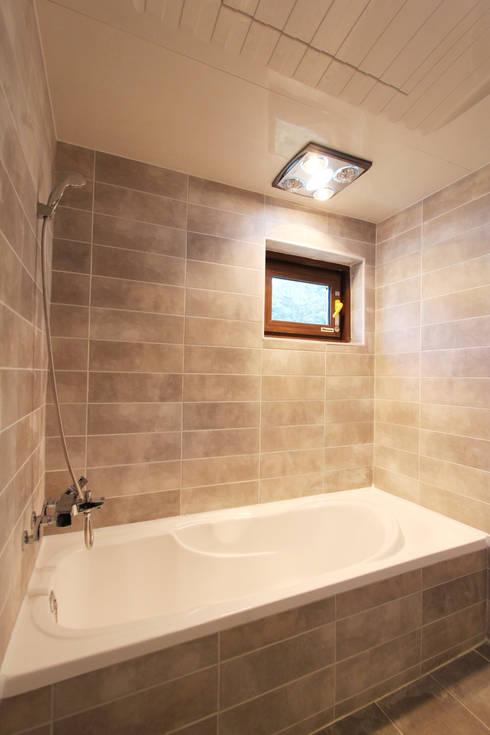 마산 구산면 주택 인테리어 : 핸디디자인 의  욕실