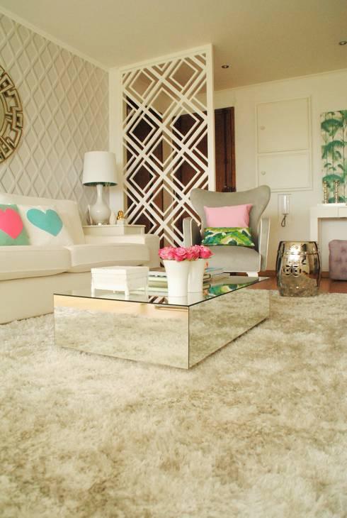 Pedaço de sol! - Decoração de sala de estar e jantar: Salas de estar modernas por White Glam