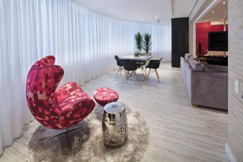 CASA NPW: Salas de estar modernas por BTarquitetura