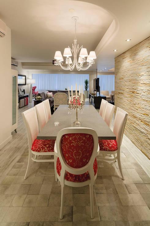 CASA NPW: Salas de jantar modernas por BTarquitetura