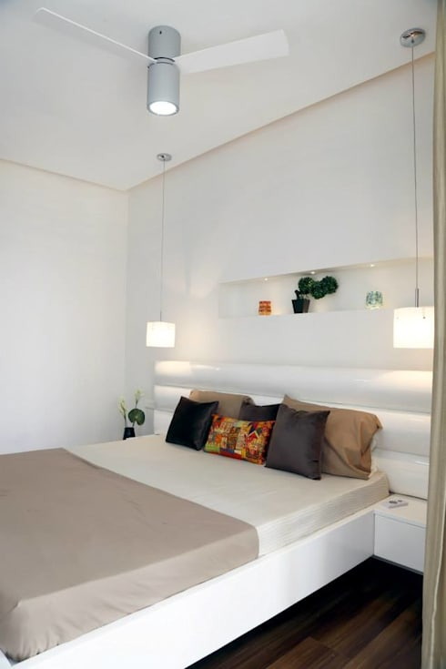 Grand Parents Room: modern Bedroom by Uber space
