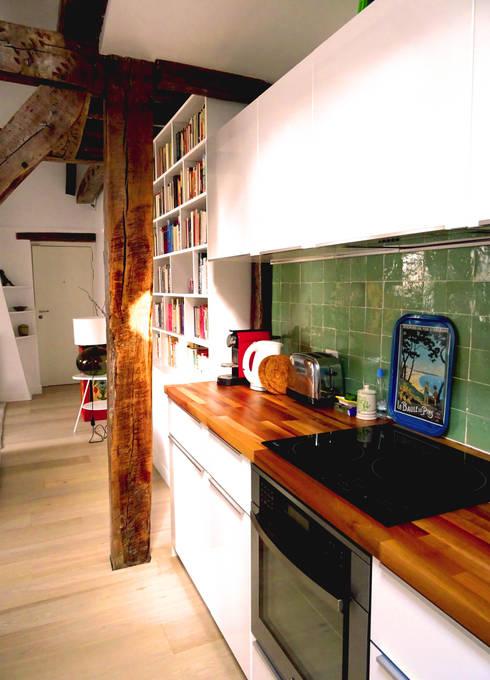 cuisine ikea-zelliges vert: Cuisine de style de style Moderne par Agence KP