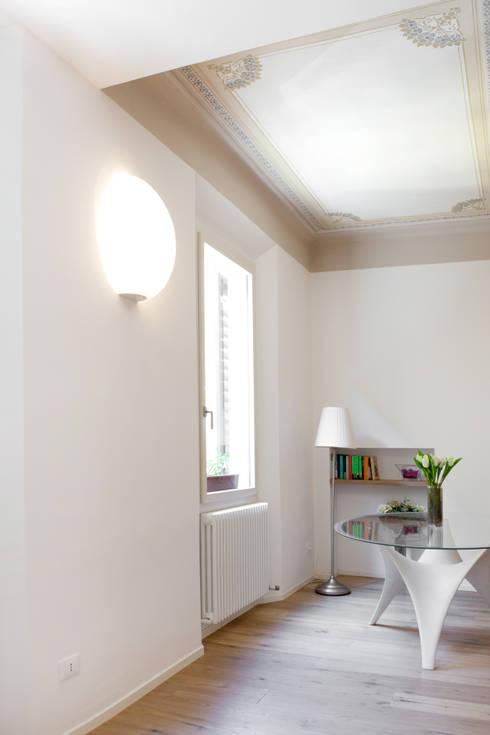 abitazione privata, Bologna: Soggiorno in stile  di senzanumerocivico
