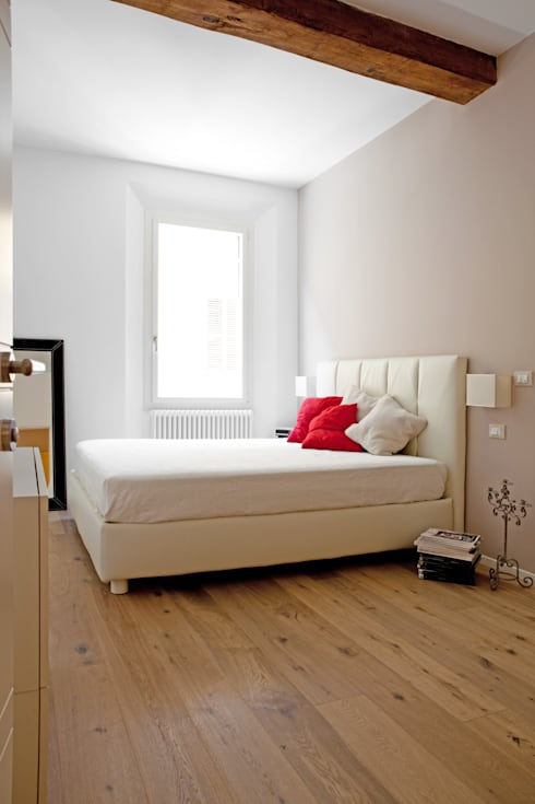 abitazione privata, Bologna: Camera da letto in stile  di senzanumerocivico