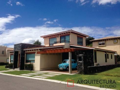 Morada Azul: Casas de estilo moderno por Arquitectura Estudio