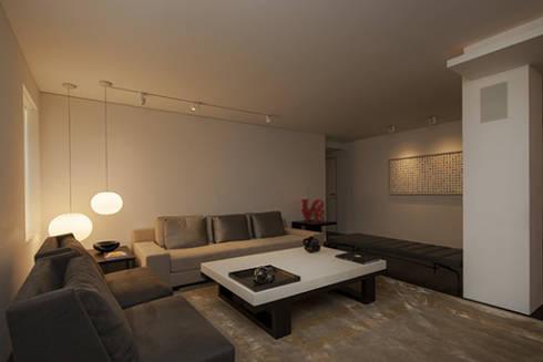 Sala: Salas / recibidores de estilo  por Sanchez + Sanchez Proyectos