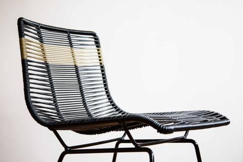 SILLAS: Salas de estilo moderno por MaisonList