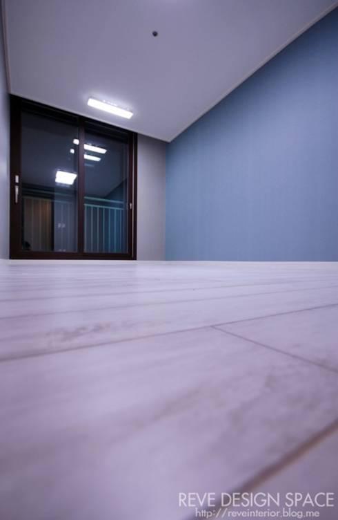Salle à manger de style de style Moderne par 디자인스튜디오 레브