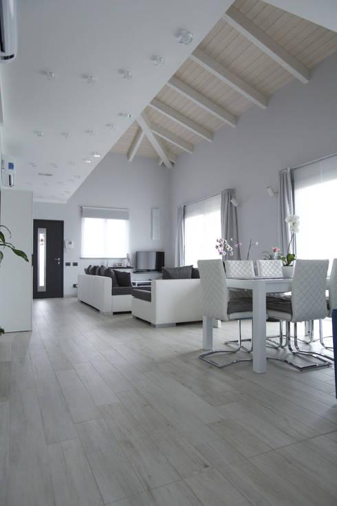 Casa B • Wood house: Soggiorno in stile in stile Scandinavo di Elisabetta Goso >architect & 3d visualizer<