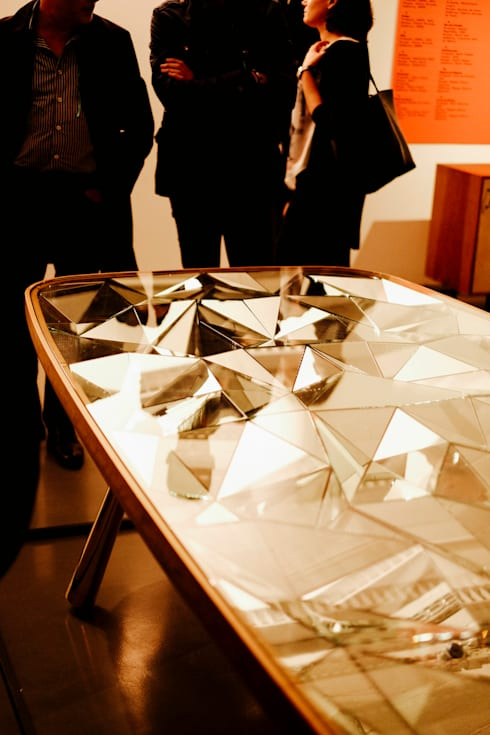 Kaleidoscope at EXD: Sala de estar  por Andre Teoman Studio