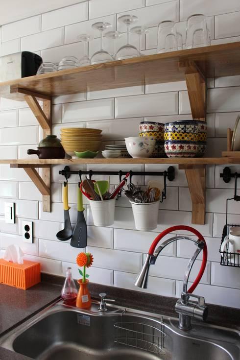 답십리 주택: atelier mandlda의  주방