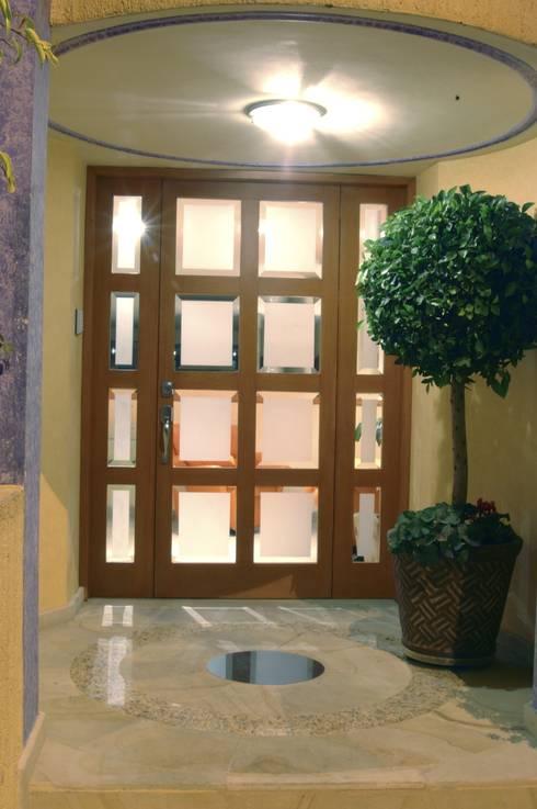 CASA LAURELES: Casas de estilo moderno por Diseño Integral En Madera S.A de C.V.