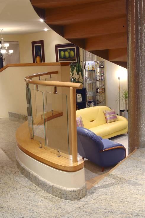 Salas de estilo moderno por Diseño Integral En Madera S.A de C.V.